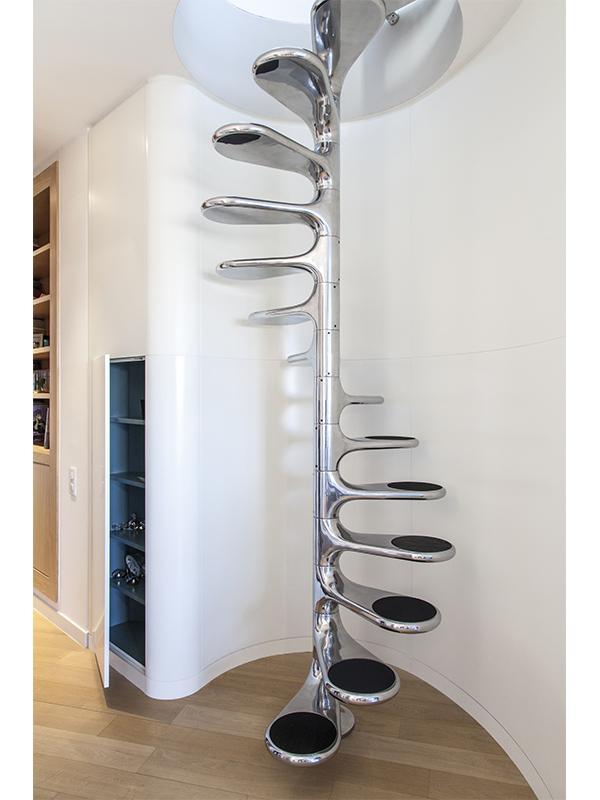 Escalier Roger Tallon - Placard bleu - niche - design