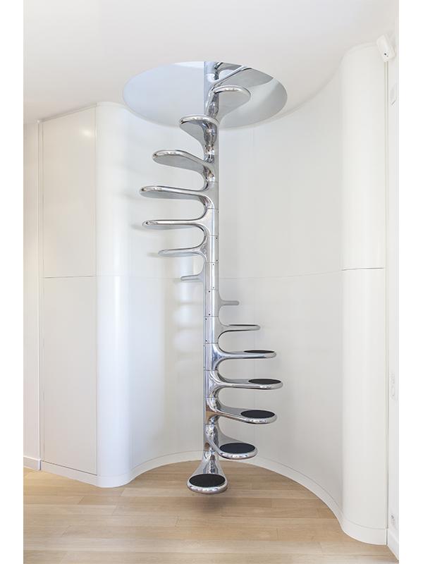 Escalier Roger Tallon - Mur arrondi - parquet - design