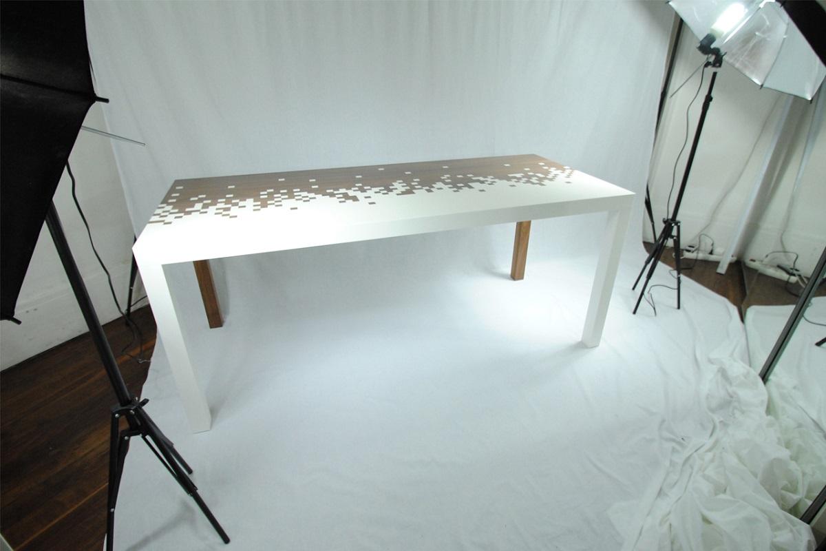 Table pixel, noyer et corian